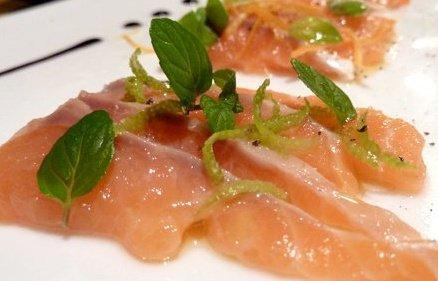 sashimi di salmone ai sapori d'agrume